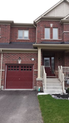 A Picturesque Getaway - 40min from Toronto - New Tecumseth - Townhouse