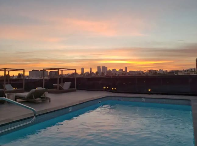 LUXURIOUS 3BD Beverly Hills+rooftop Pool+2Parking