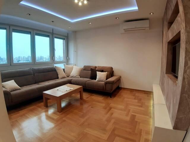 Spacious modern apartment near the river quay