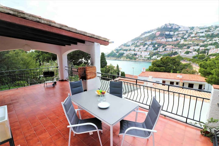 Apartment rent with sea views in Roses-Canyelles Petites-Diaz Pacheco