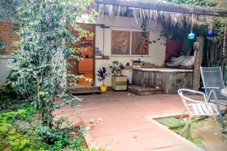 Garden house in a quiet farm - Tel Aviv-Yafo