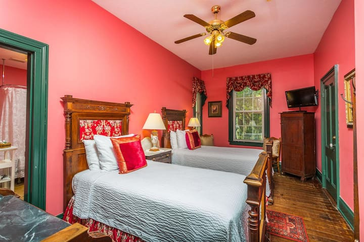Spencer House Inn Bed & Breakfast - Room 205