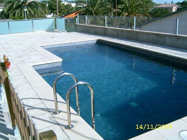 Casa con piscina ideal familias - Cunit - Dům