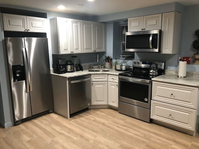 1 Bedroom Private Apartment  Newly Renovated