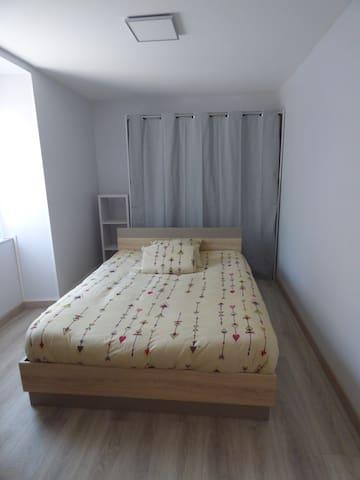 Chambre avec penderie