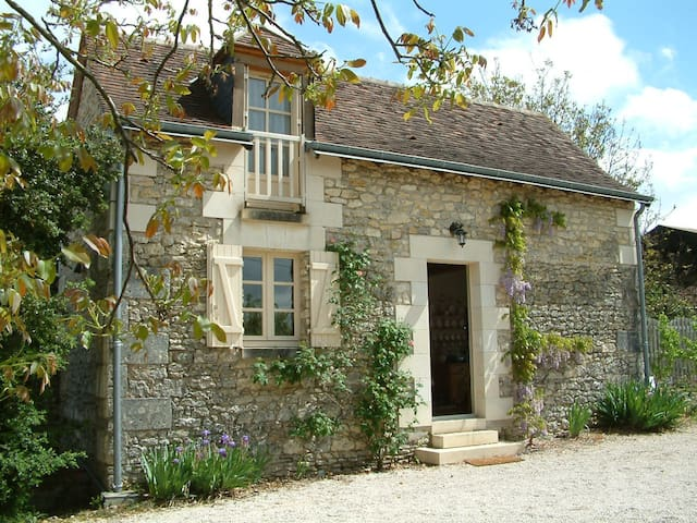 Loire valley nr Chenonceau romantic garden cottage - Saint-Georges-sur-Cher - Huis