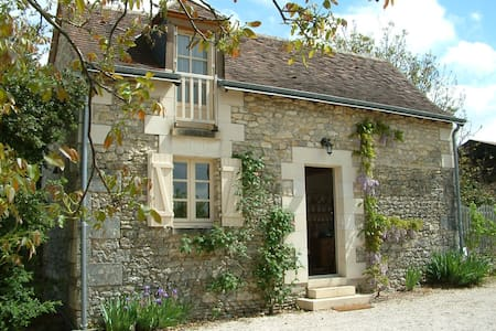 Loire valley nr Chenonceau romantic garden cottage - Saint-Georges-sur-Cher - 独立屋