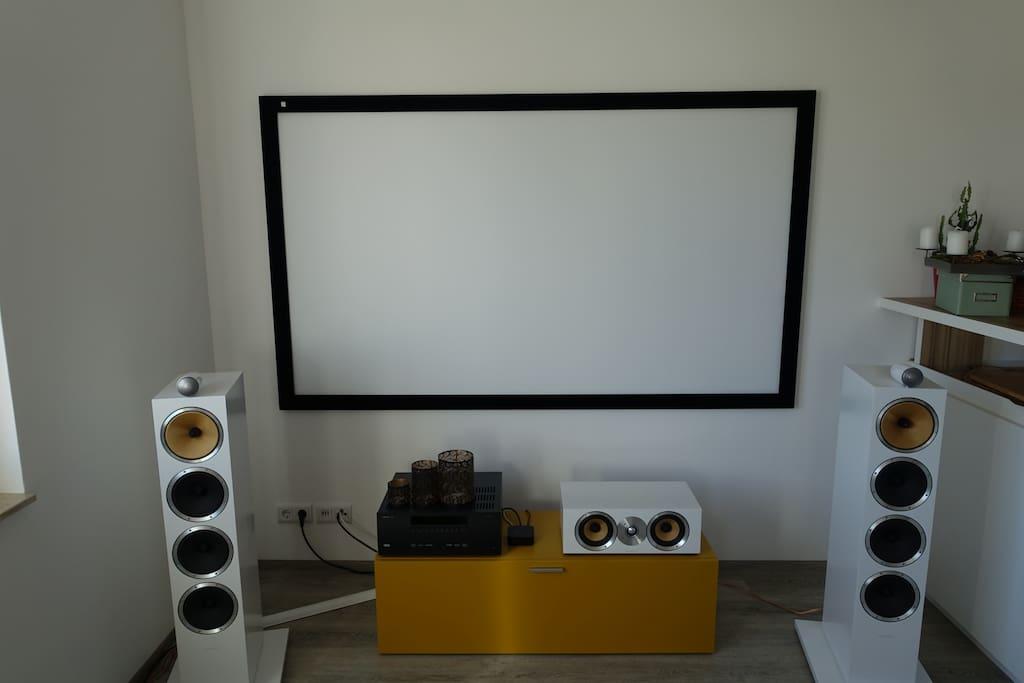 "Home Cinema – 95"" Beamer, Highend B&W Soundsystem"