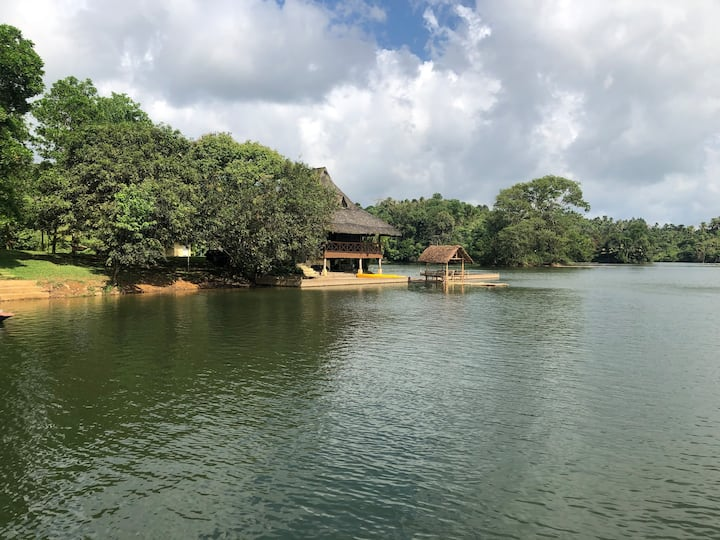 Tampoy Island Lake House - relaxation in isolation