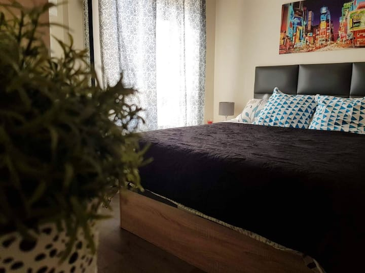 Air-conditioned room with free parking and wifi