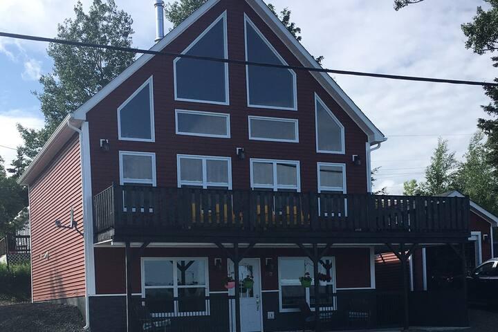 The Randell House - Seaside Chalet