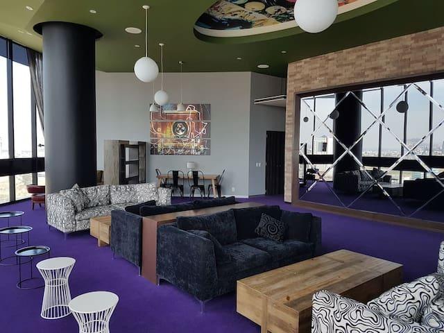 Sala tipo lounge piso 21