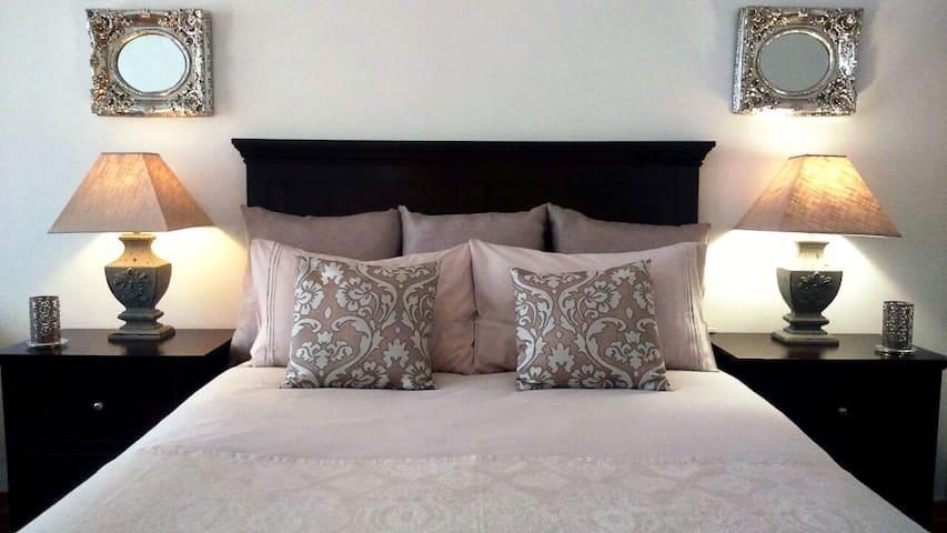 Private room near O.R Tambo  /Barbet's Nest 1