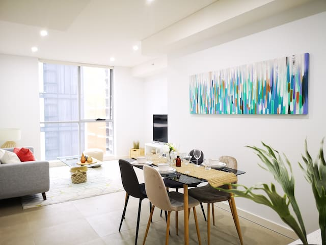Bright and stylish apt near CBD