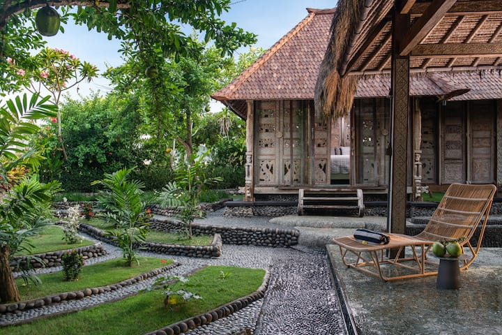 Exotic Villa Pryaniki 2 min to the Black Sand Beach