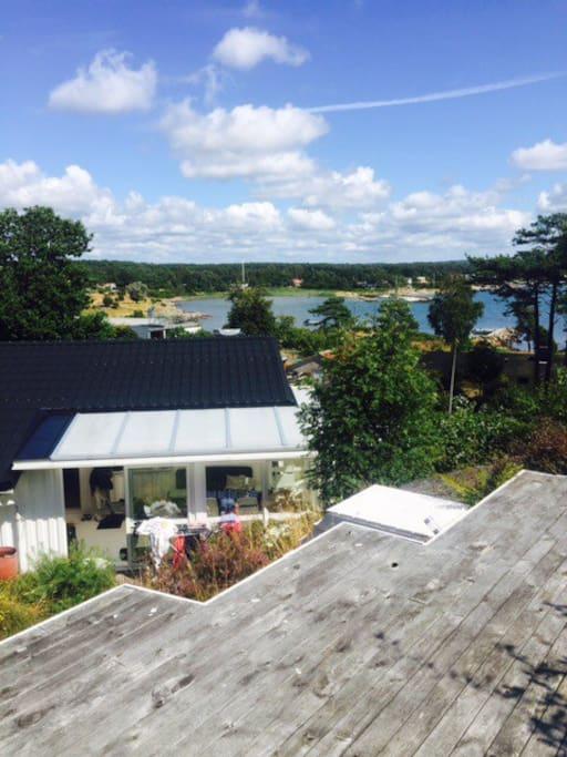 Utsikten från 1 av 3 teraseer, här ser man Espeviks viken.