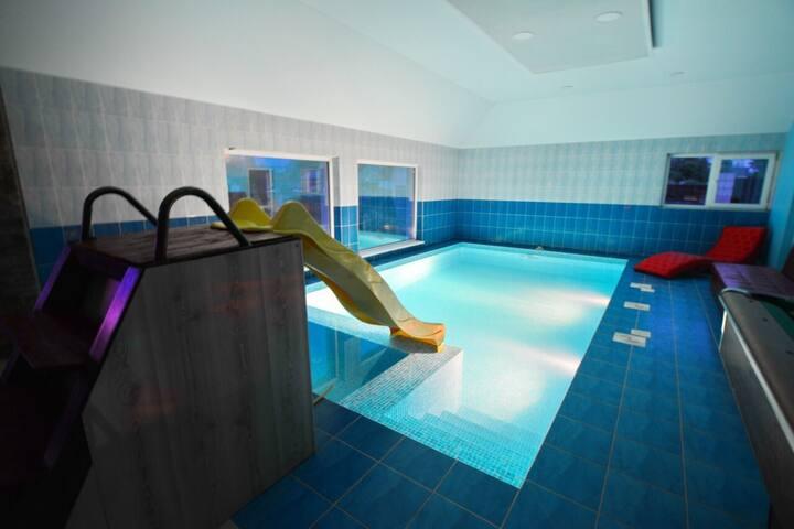 Дом с бассейном Лужки