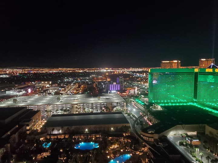 1BR Corner Penthouse Suite/Balcony 31st Floor