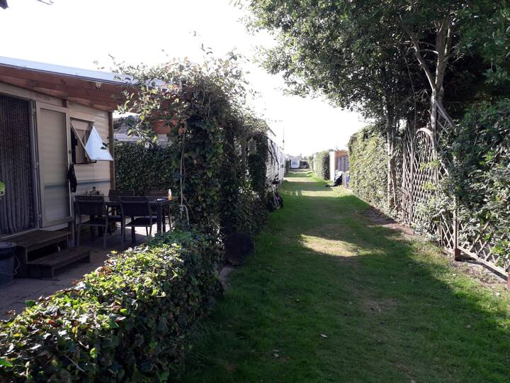 compleet ingerichte stacaravan in Friesland