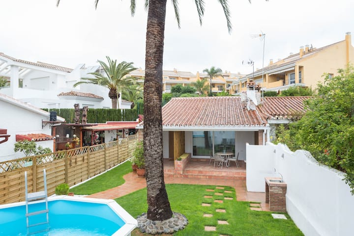 House only 80 m from the beach, wifi pool garden