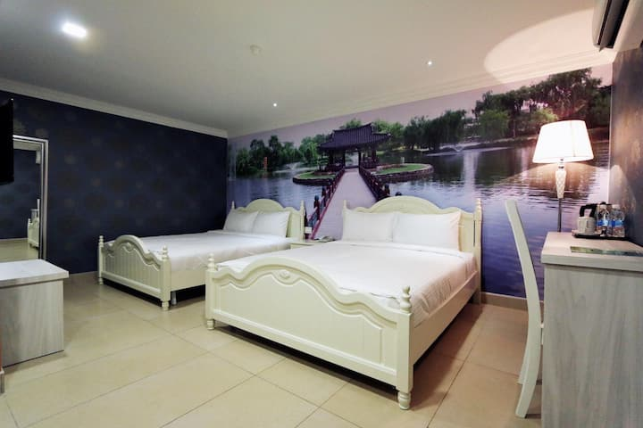 Attractive Family Room Standard At Outskirt Hotels