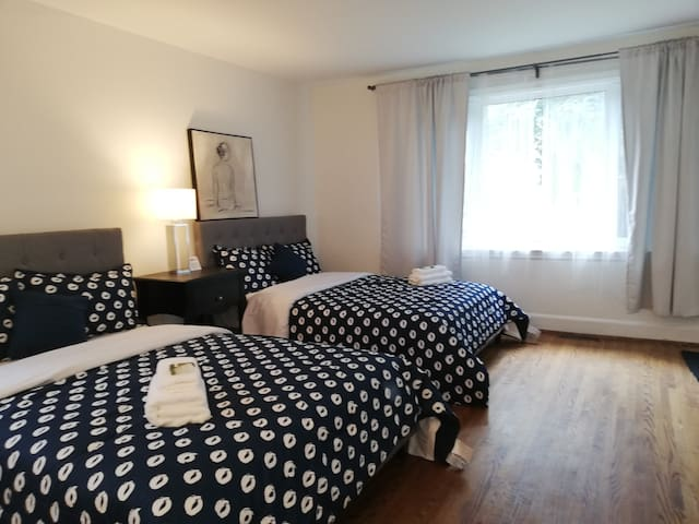 Walk 5min to Subway,Private bathroom&parking&2 bed