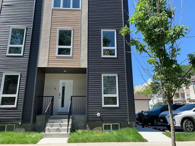 Gorgeous Townhouse with rooftop patio near Corydon