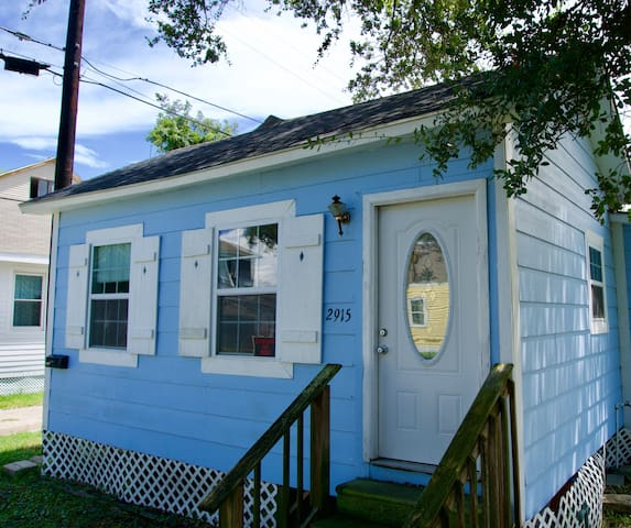 Charming, Quiet Cottage in Galveston!