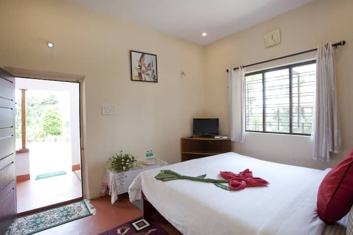 Deluxe Room at Moovera Trishul Estate Kurali Road Napoklu Post Kodagu Karnataka