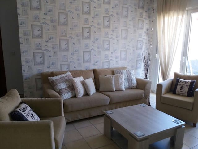 Enjoy our cozy home. 2 bedrooms,nice and modern - Pefkochori - Daire