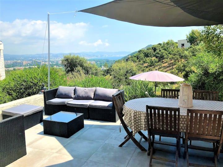 Villa vue mer avec jardin et terrasse