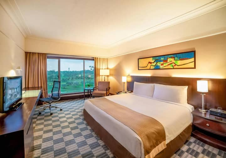 Competative Room Deluxe At Outskirt Hotels