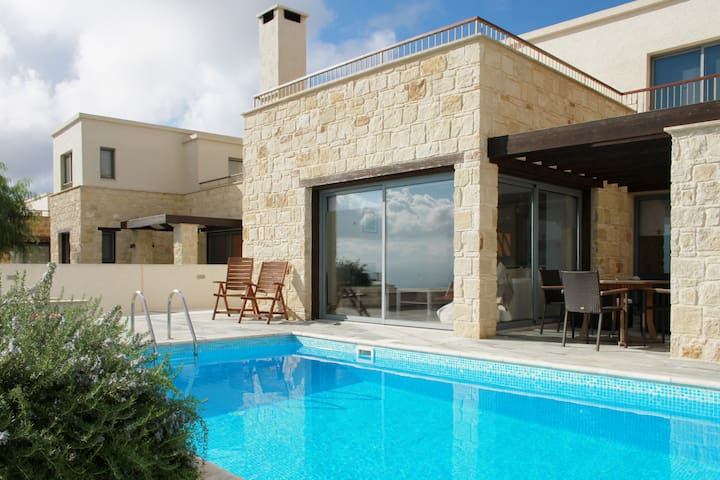 Ocean View 3 Bedroom Villa and Pool - Ineia