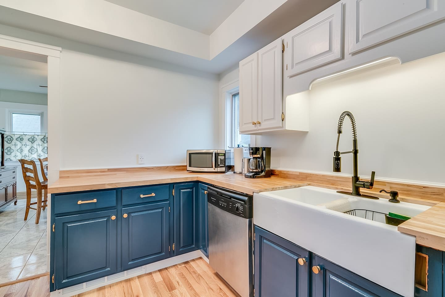 Fully stocked kitchen, all you need for cooking and dining.