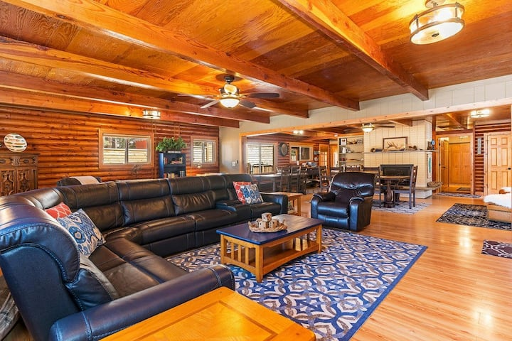 Steelhead Lodge: 3 blocks from Kings Beach, Hot Tub, Smart TV, BBQ & More! (Pet Friendly)