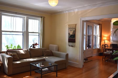Lovely 1BR w/ balcony in great neighborhood - Condominio