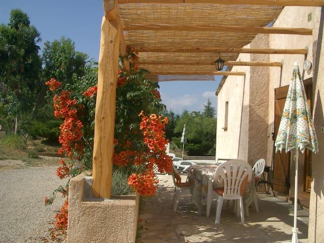F2 calme, proche village typique de l'est varois - Montauroux - Apartemen