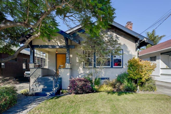 Serene & Cozy Craftsman Home in Alameda
