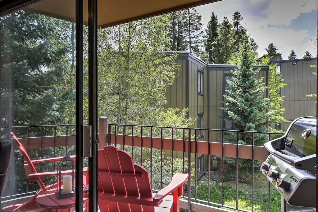 Enjoy alpine views from the private balcony, furnished with patio chairs and a gas grill.