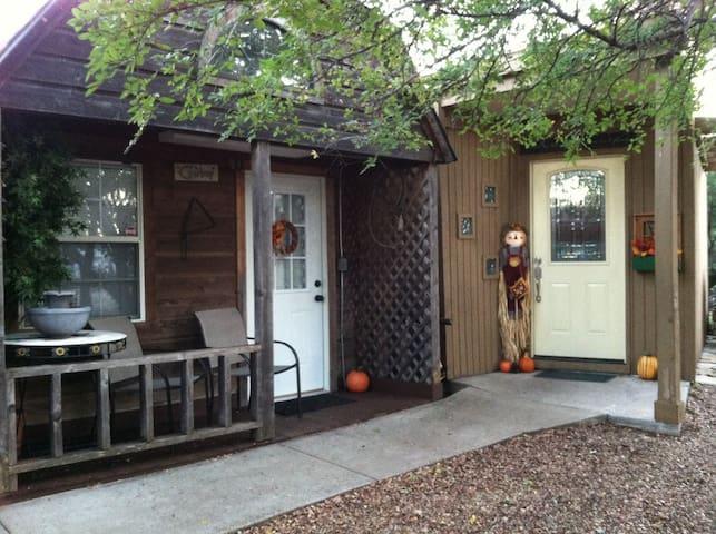 Cowboy Cabin - Granbury - Casa de campo