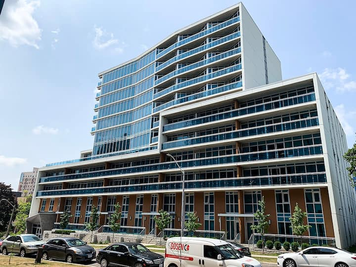 *Sunview Suites* 2 Bdrm Condo in Heart of Waterloo