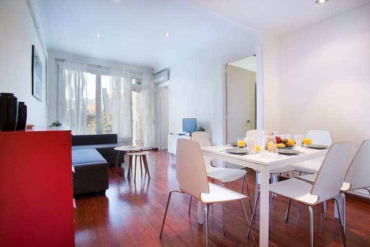 Family Apartment with Balcony in Gracia - 1821