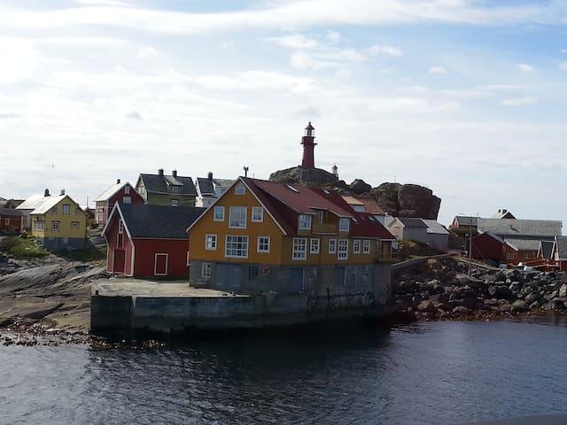 Onakaia ligger på fiskeværet Ona på Romsdalskysten - Sandøy - Leilighet