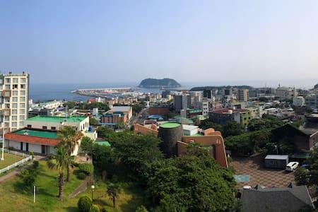 서귀포 바다가 보이는 모멘토 하우스 505 - Donghong-dong, Seogwipo-si - Selveierleilighet