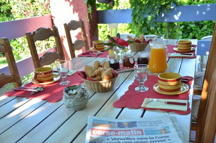 Chambre d'hôte de charme Cervione - cervione - Bed & Breakfast