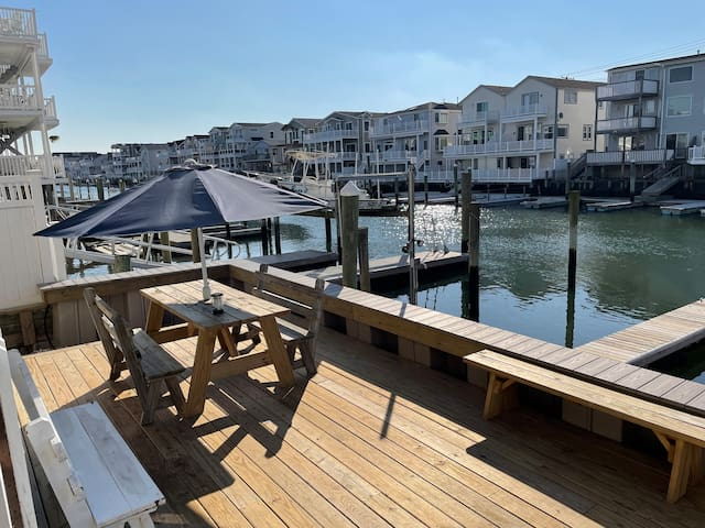 Bay front, center of town, 2BR/6 beds, 1.5 baths