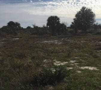 Camping land near canal/fish - Okeechobee