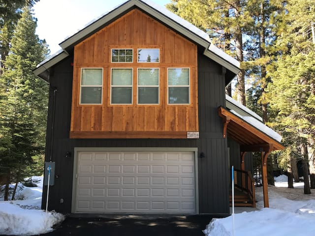 Tahoe Designer Unit- Min to Squaw/Northstar & Lake