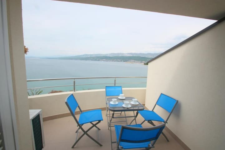 60m² apartment for 4-6 pers in Šilo with sea views