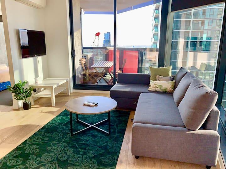 Moonstone, Beautiful 2BR/2 BTH city apartment